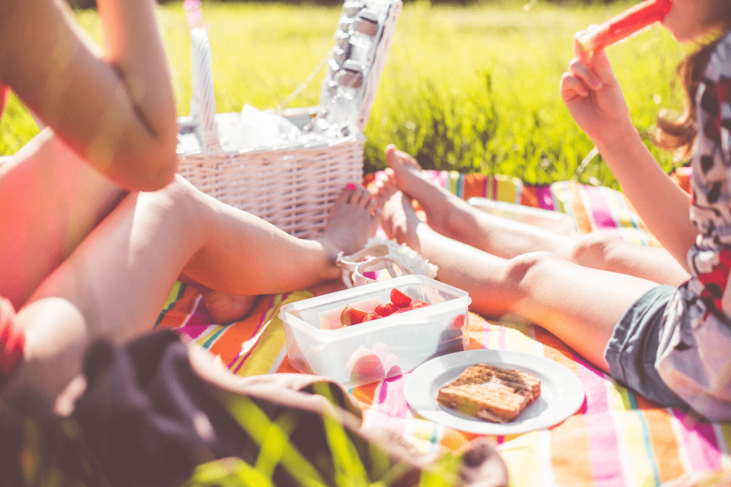 5 Things you must do before summer break ends! Enjoy the last half of your summer by trying these creative, educational, and fun summer activities.