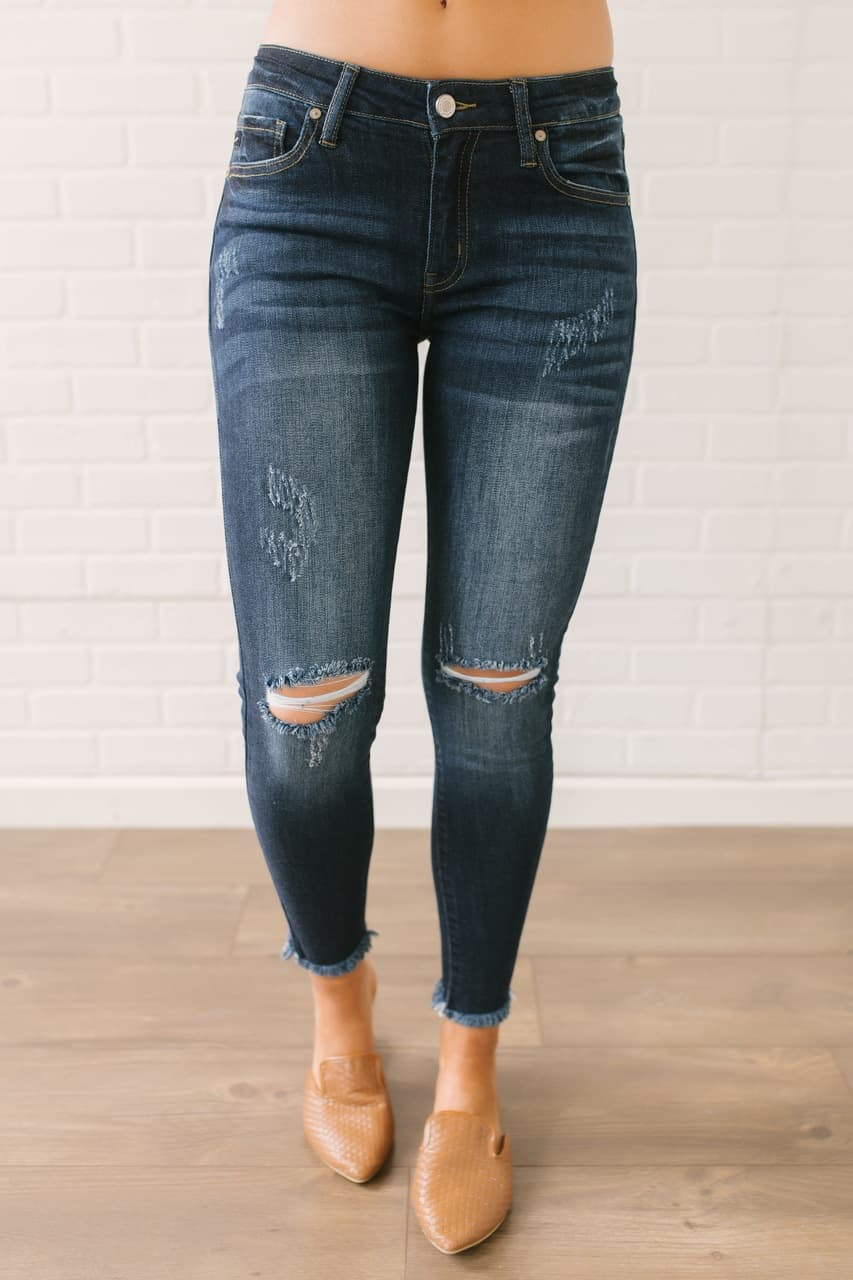 Fall fashions for moms - frayed skinny jeans