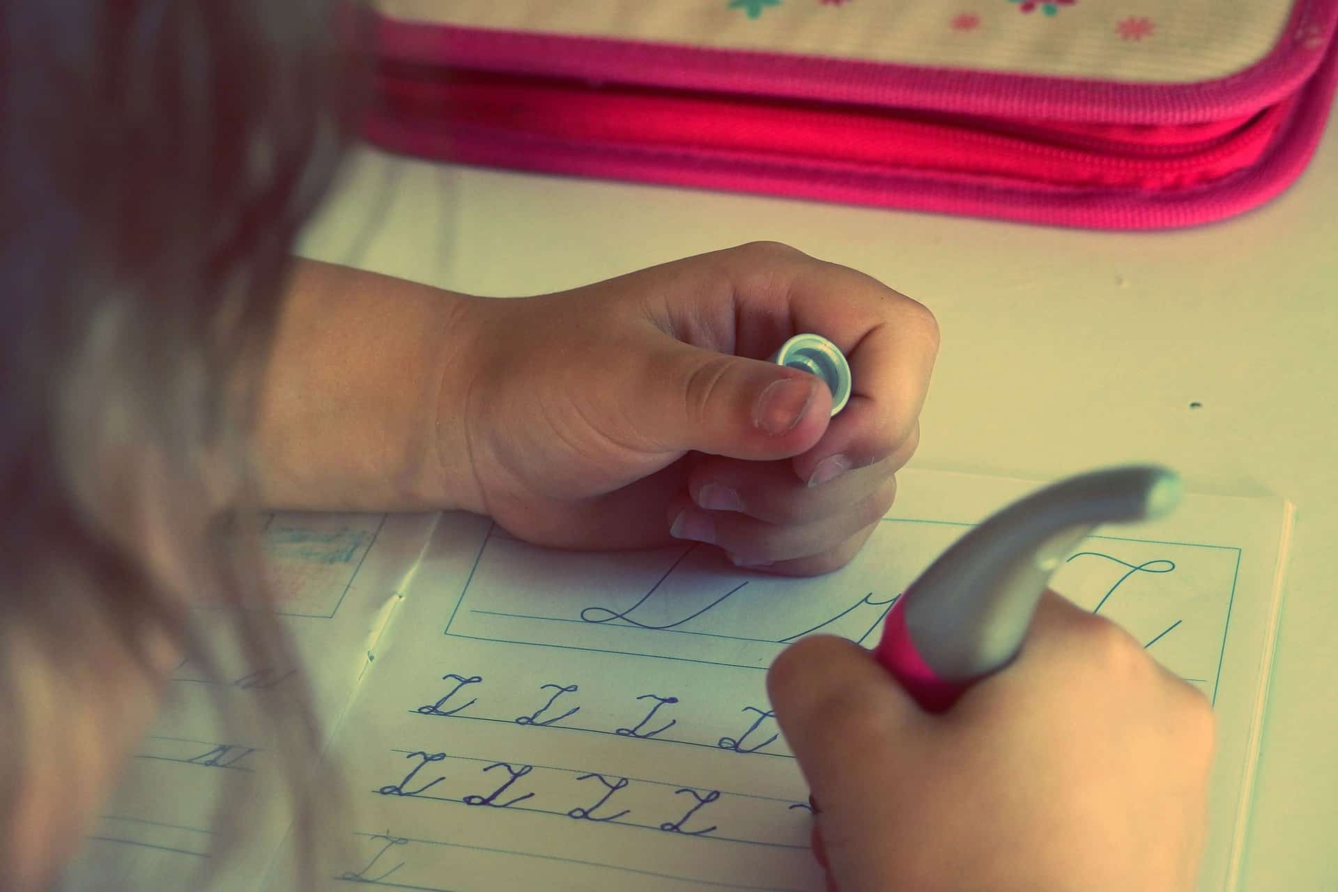 Helping our kids make time for homework can be a challenge. With these tips, we can successfully make time for homework without sacrificing our kids sanity. #homework #timemanagement #schedules