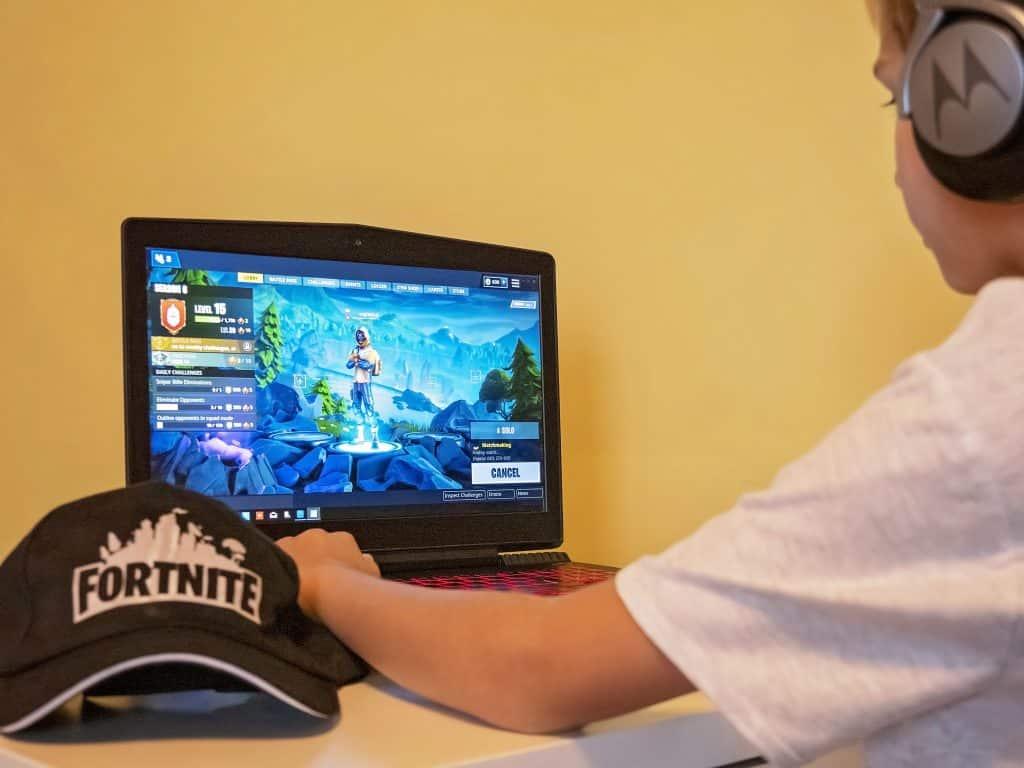 Kid playing fortnite - Fortnite slime