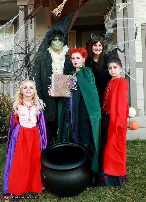 Family halloween costume - The Sanderson Sisters with Billy butcherson and binx