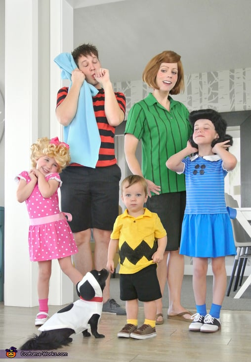 Family dressed in halloween costumes as the peanuts gang